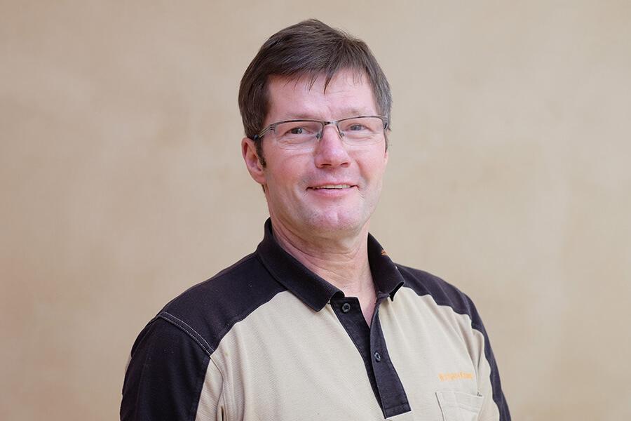 Wolfgang Knaust, Reparatur- und Hausmeisterservice bei der MWG